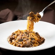 粗挽きミートソースのスパゲッティ